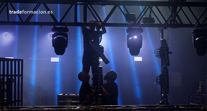 Montaje de iluminación escénica diseñado con Wysiwyg
